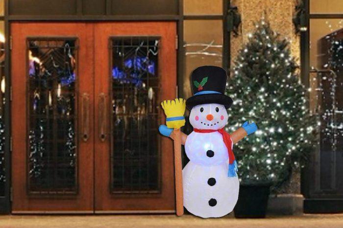 Aufblasbares Weihnachtslicht und Schneemann in Einem