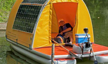 aufblasbares Hausboot schmal mit Solarpanel