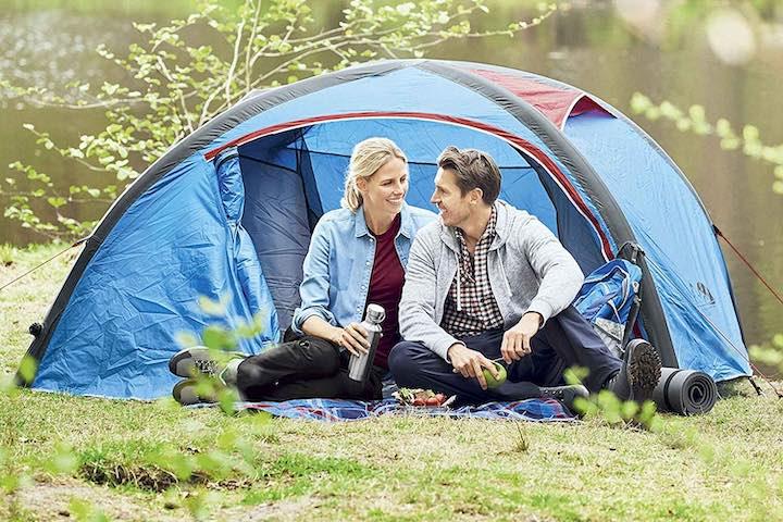 aufblasbares-Zelt-Crivit-Mann-Frau-Wiese-Natur
