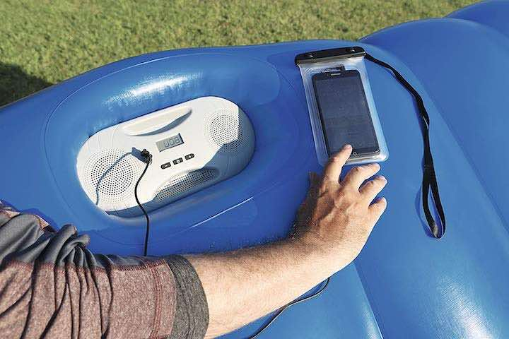 integrierte-lautsprecher-badeinsel