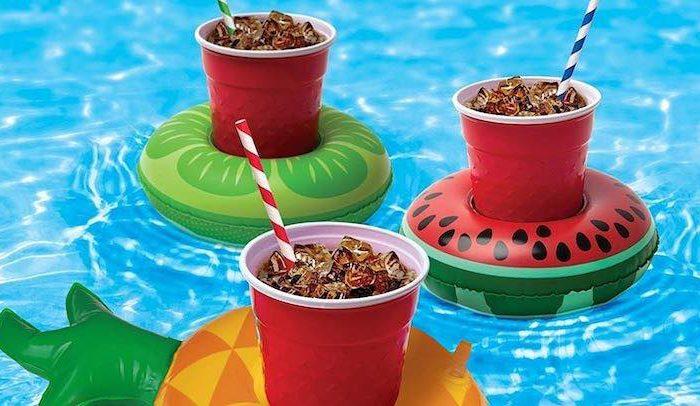 Aufblasbare Getränkehalter von SEELOK: Hingucker am Strand und im Pool