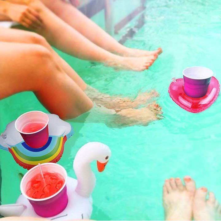 Aufblasbare-Getränkehalter-im-Pool-