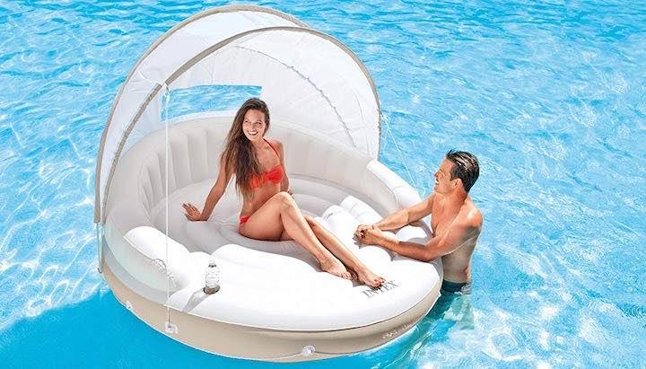 Aufblasbare-Lounge-im-Pool