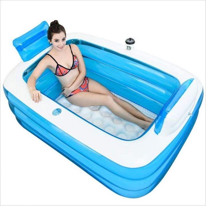 Aufblasbare-Badewanne-mit-Frau