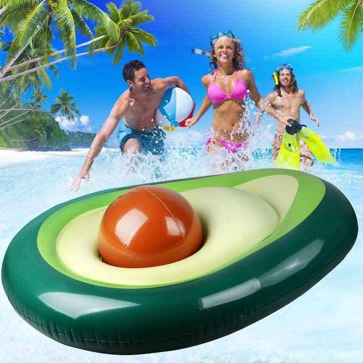 badespaß-mit-aufblasbarer-luftmatratze-in-avocado-optik