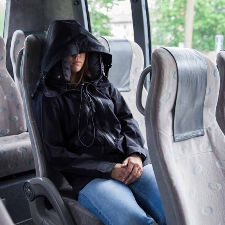 neckpacker-jacke-aufblasbare-kapuze-reisen