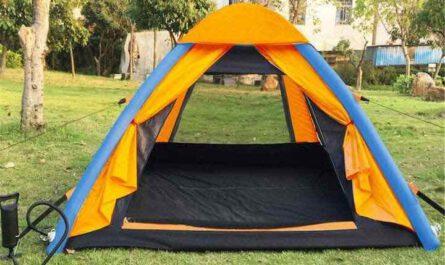 Anti-UV Zelt aufgebaut mit geoeffnetem Eingang