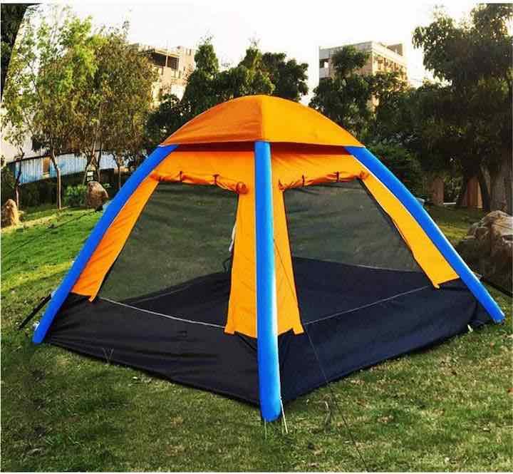 Aufblasbares-Zelt-mit-aufgerollten-Seitenwaenden