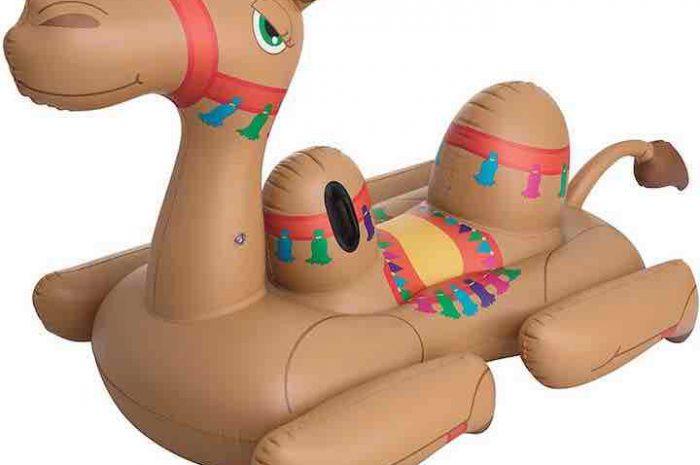 Aufblasbares Kamel von Bestway: Schwimmtier mit extra viel Platz!
