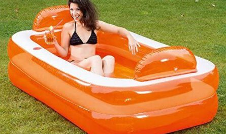 Pool Badewanne Happy Peolpe im Garten aufgestellt