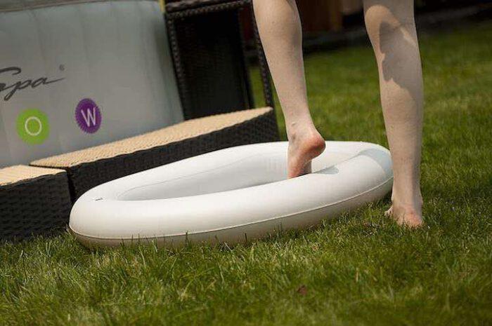 Aufblasbares Fußbad von Miweba: Kompaktes Fußbad für Zuhause