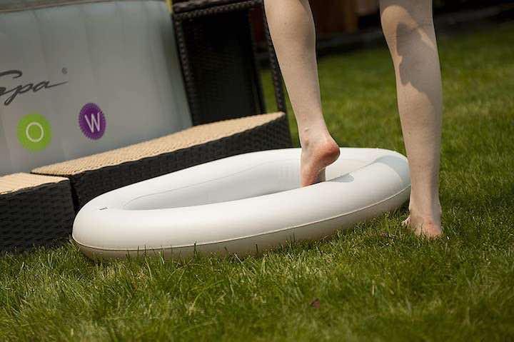 aufblasbares-Fußbad-vor-aufblasbarem-Whirlpool