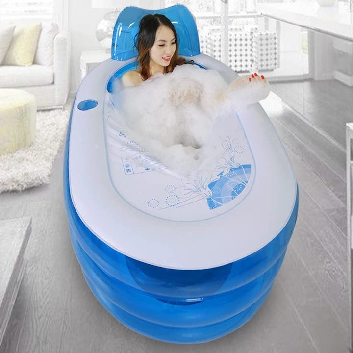 Bathtub-aufblasbare-Badewanne-von-Frau-genutzt