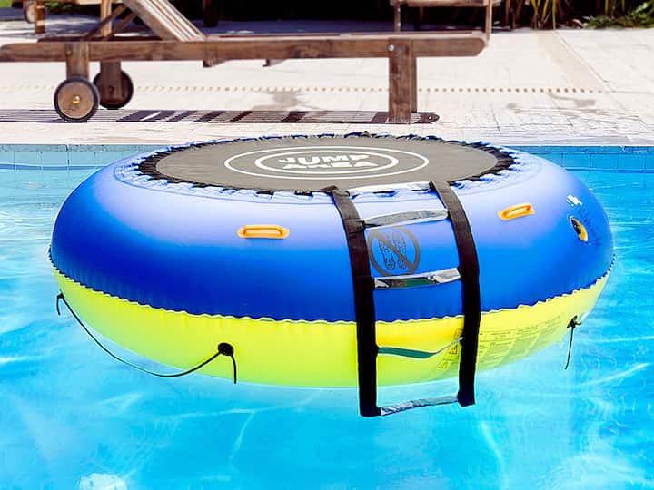 infactory-Wassertrampolin-in-Pool