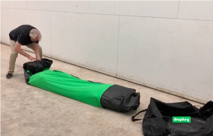 DropKey-wird-in-Transporttasche-gepackt