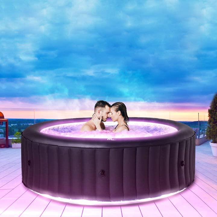 Paar-in-Miweba-MSpa-Aurora-Pool