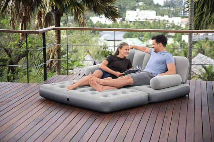 Aufblasbares Sofa von Bestway: Sitzkomfort und Schlaffläche vereint