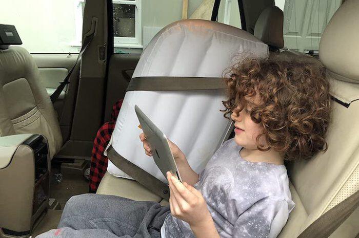Aufblasbare Auto-Rücksitz-Trennwand von Jet Creations für Harmonie