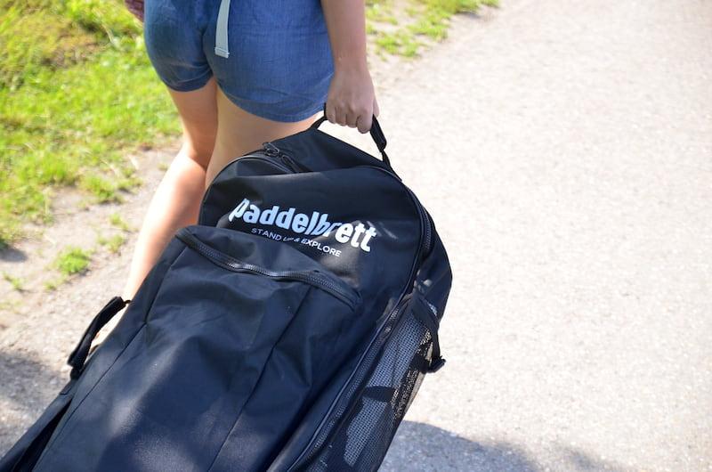 Paddelbrett-Transportrucksack-mit-Rollen-zum-Ziehen
