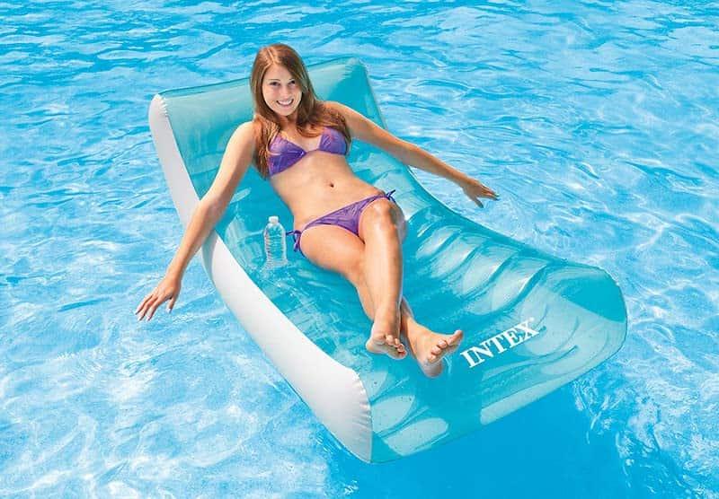 Intex-Ghost-mit-Frau-in-Pool
